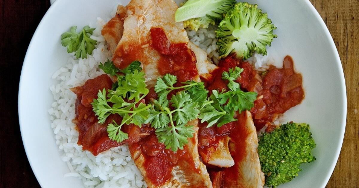 Wijtingfilets in tomaten-sojasaus